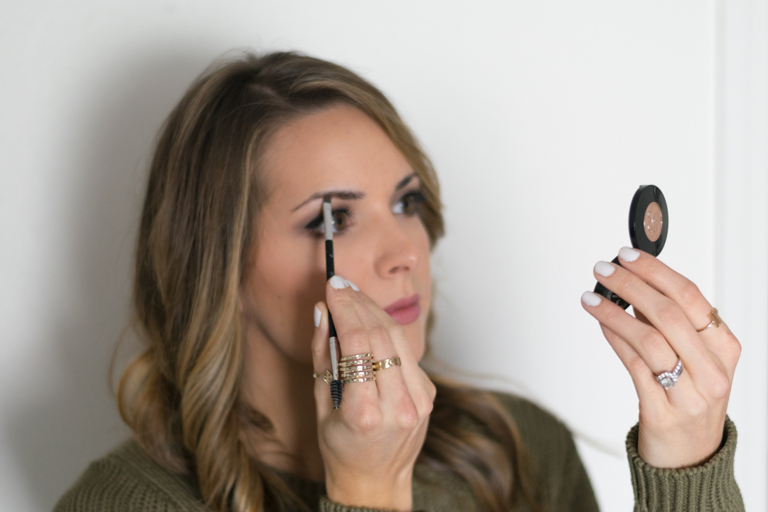 How-to-fill-eyebrows