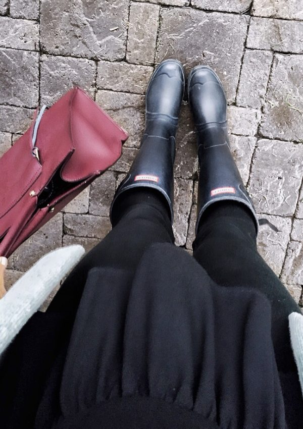 black-matte-hunter-boots-outfit