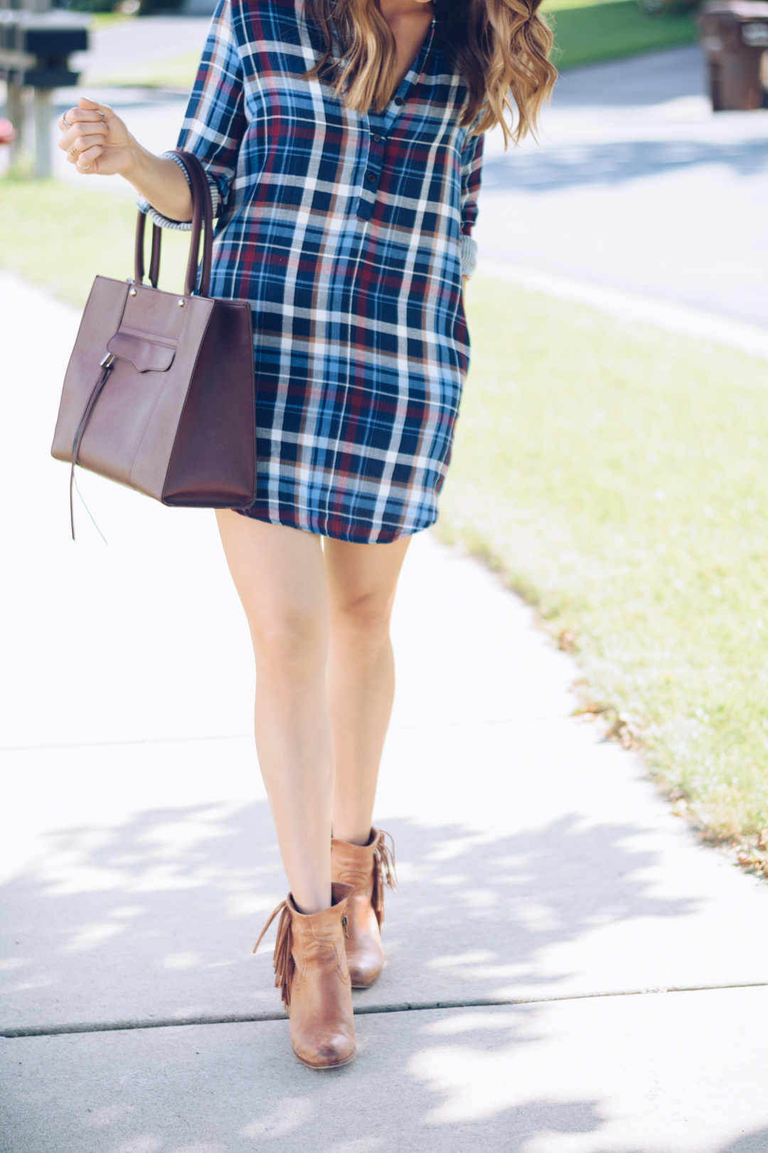 flannel shirt dress outfit, francescas flannel dress, classic ray ban aviators outfit, rebecca minkoff medium mab tote black cherry