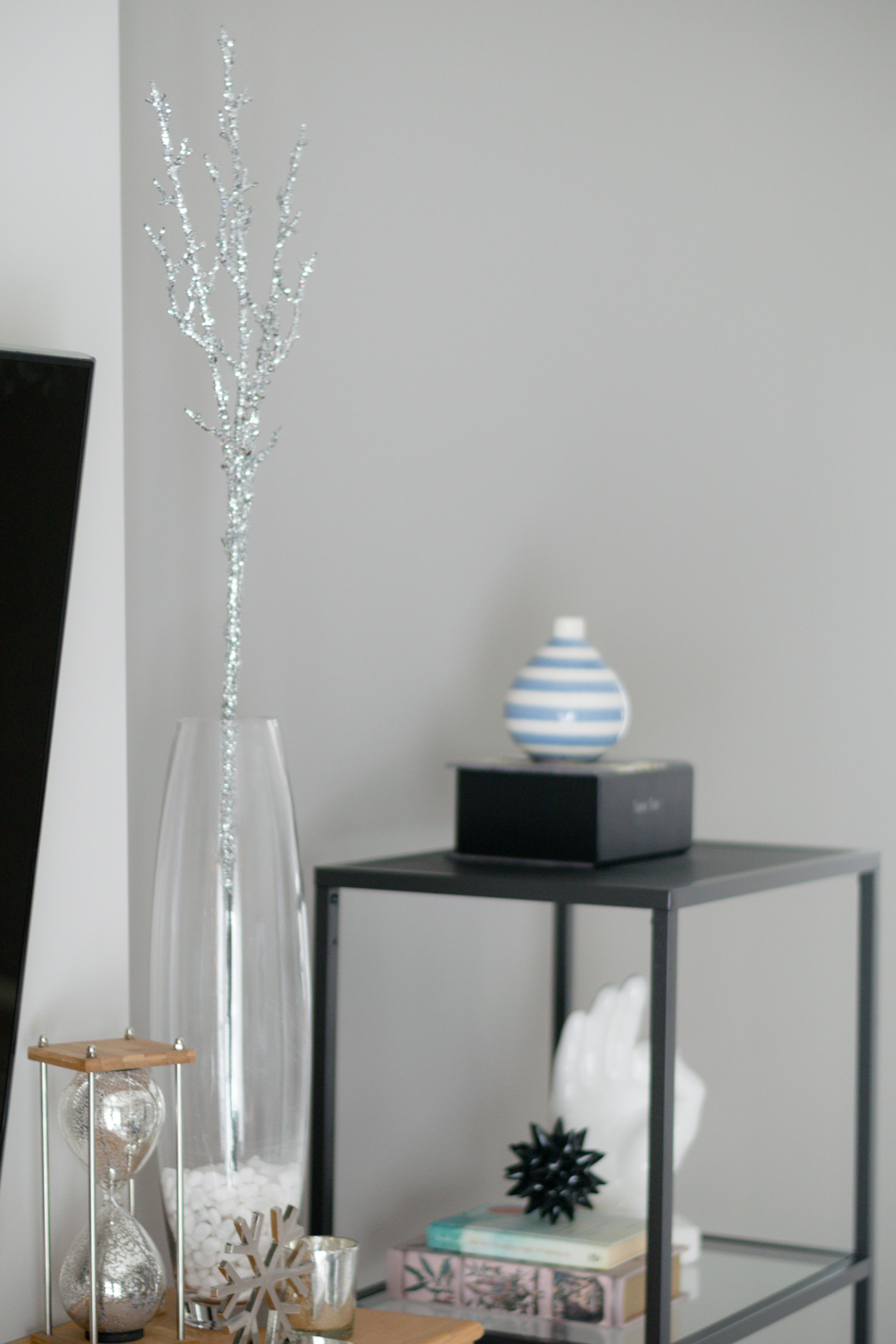 neutral living room, winter home decor