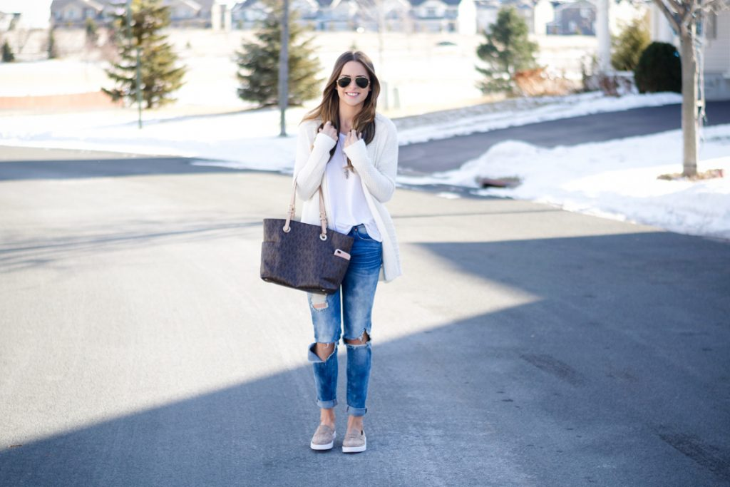 blanknyc good vibes jeans, target taupe slip on sneakers, spring fashion 2017, fashion blogger outfit