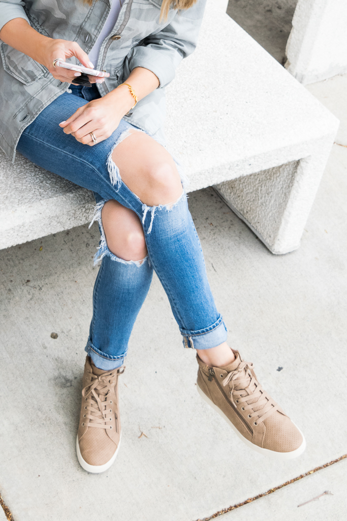 koolaburra Kayleigh high top sneakers, high-top sneakers outfit, Minneapolis blogger, levi's 721 distressed jeans