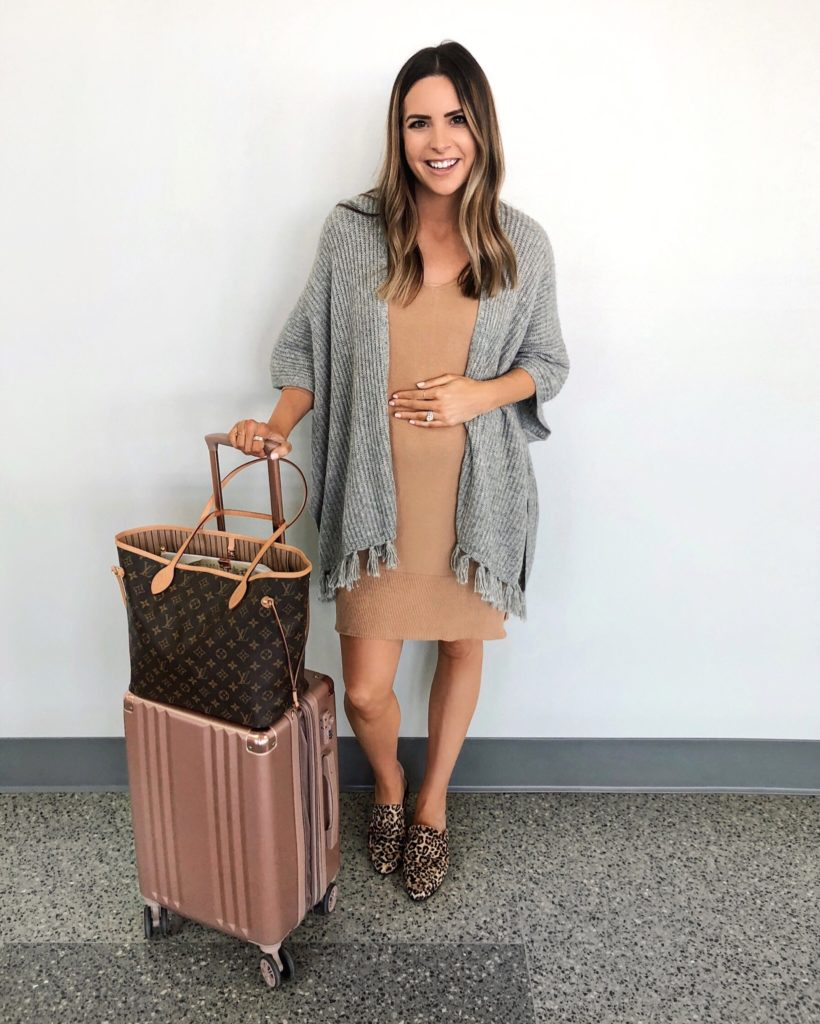 airport style, travel outfit, babymoon