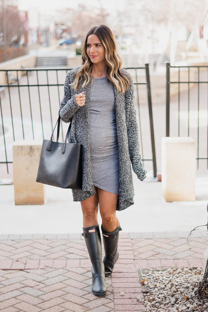nordstrom cyber 6 black friday sale, caslon shawl collar cardigan, leith ruched body-con tank dress, hunter boots outfit
