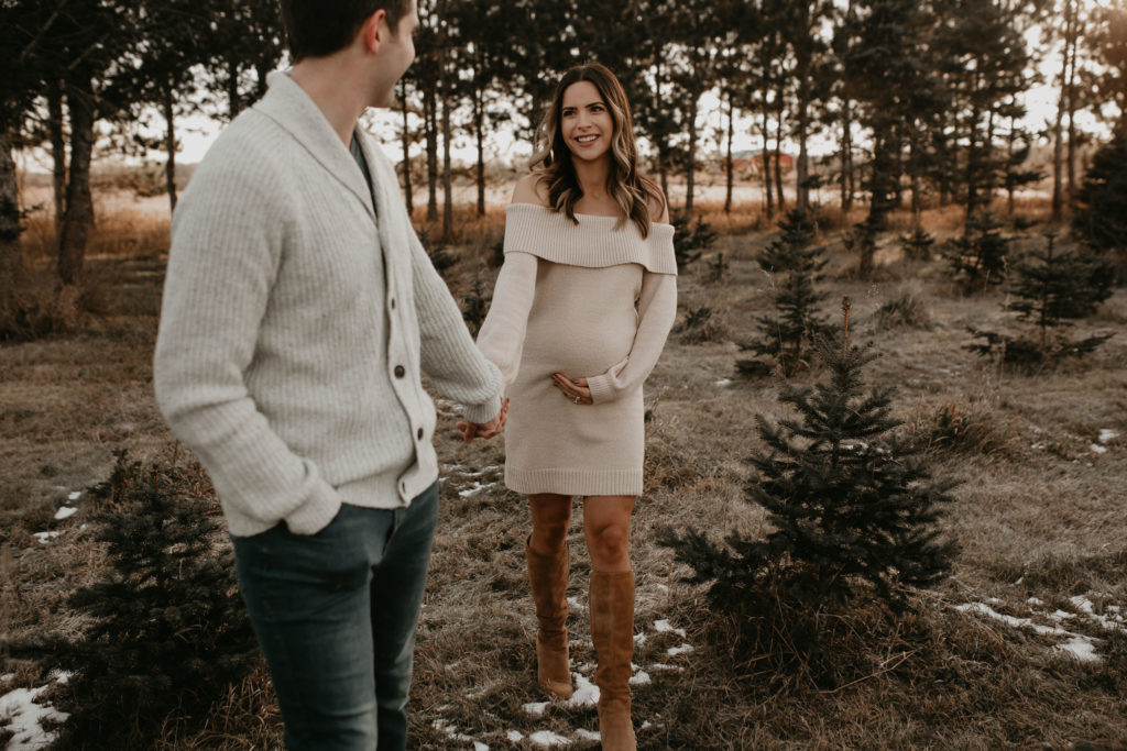 christmas maternity session, holiday maternity shoot, pregnancy photography winter, pregnancy fashion, nicole marie photography