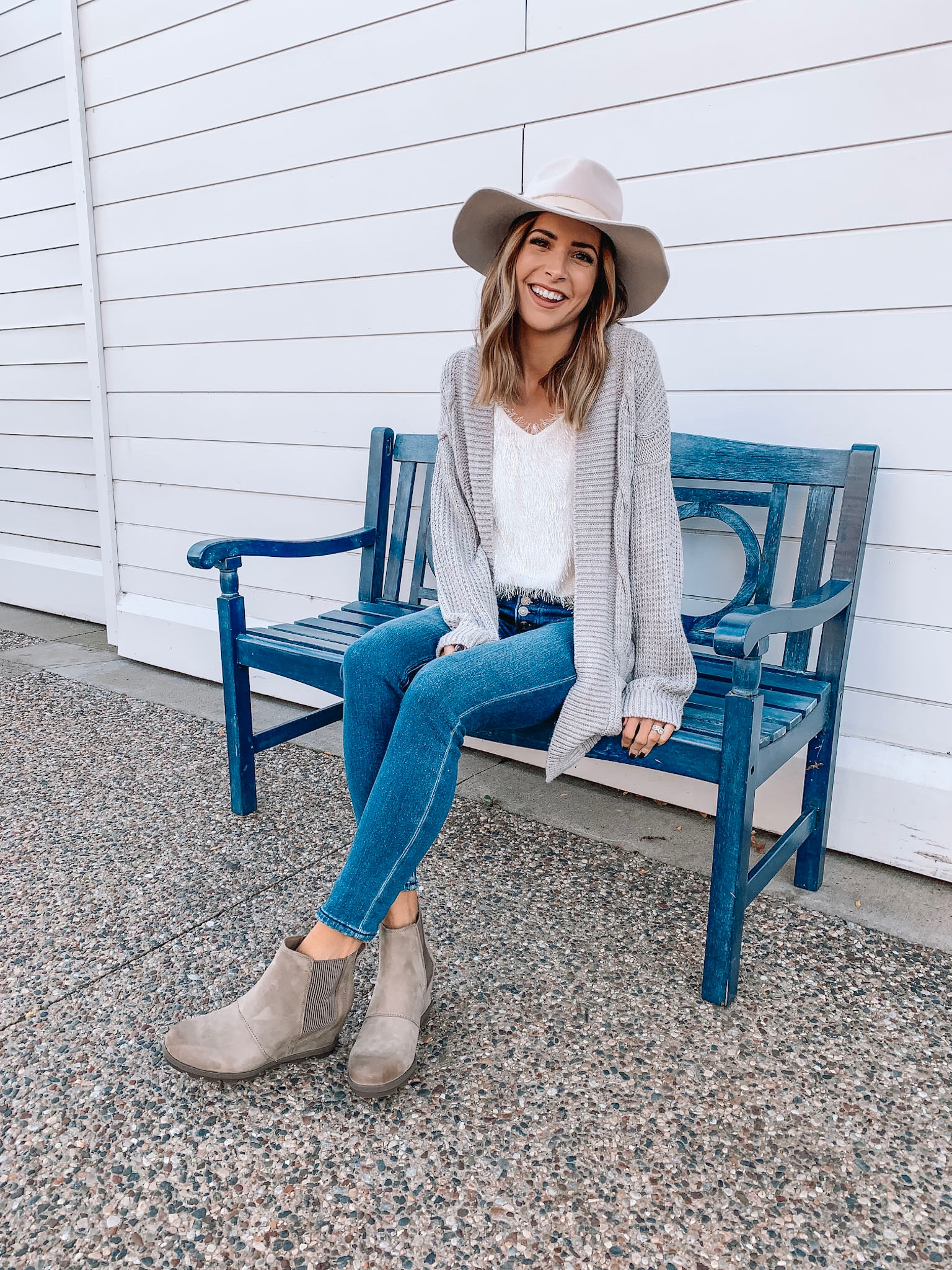 versatile fall/winter boots, Sorel Joan of arctic wedge II Chelsea boots ash brown, Minneapolis blogger, fall outfit, winter fashion