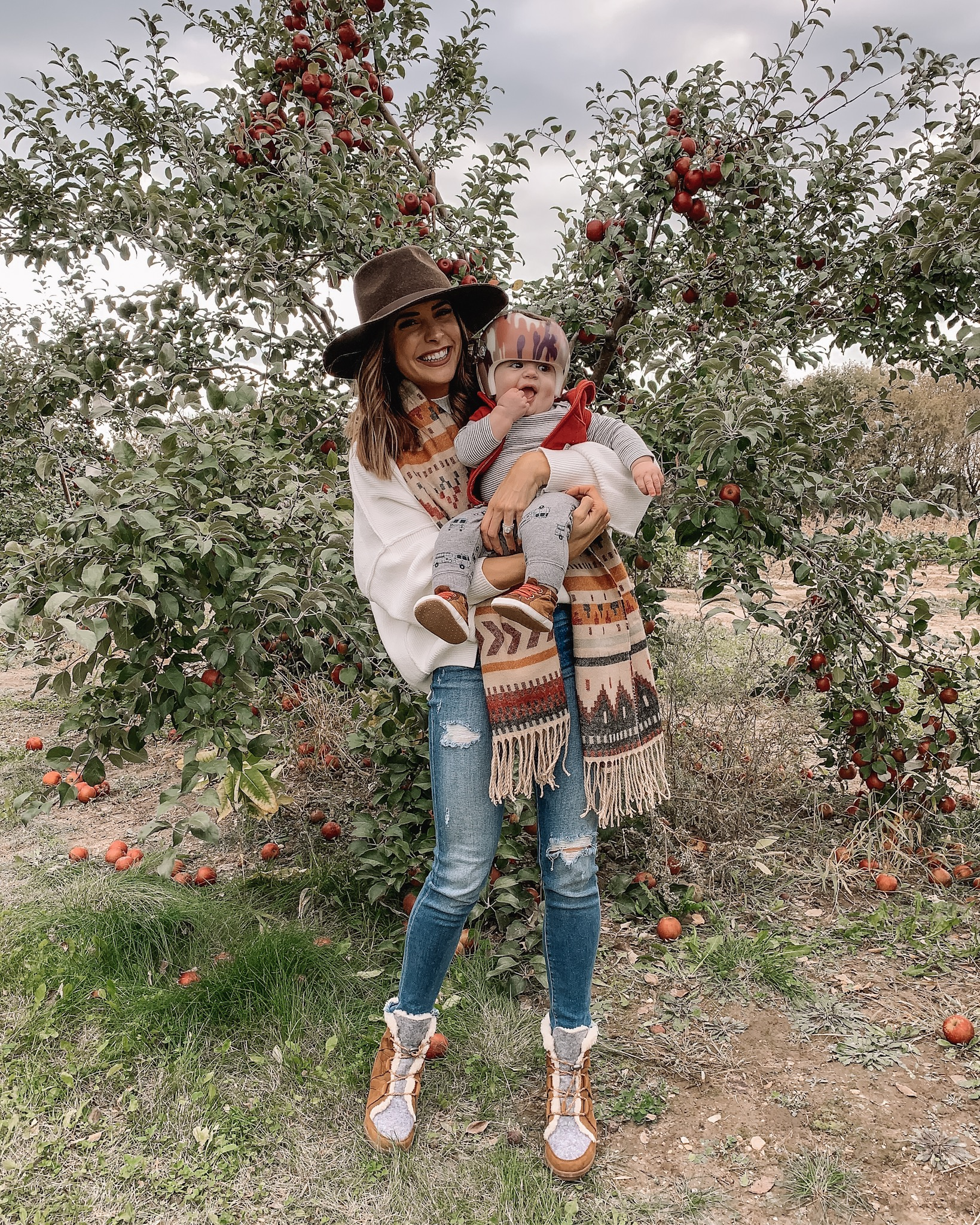 fall day style, backcountry, apple orchard outfit, pumpkin patch, family photos, Minneapolis blogger