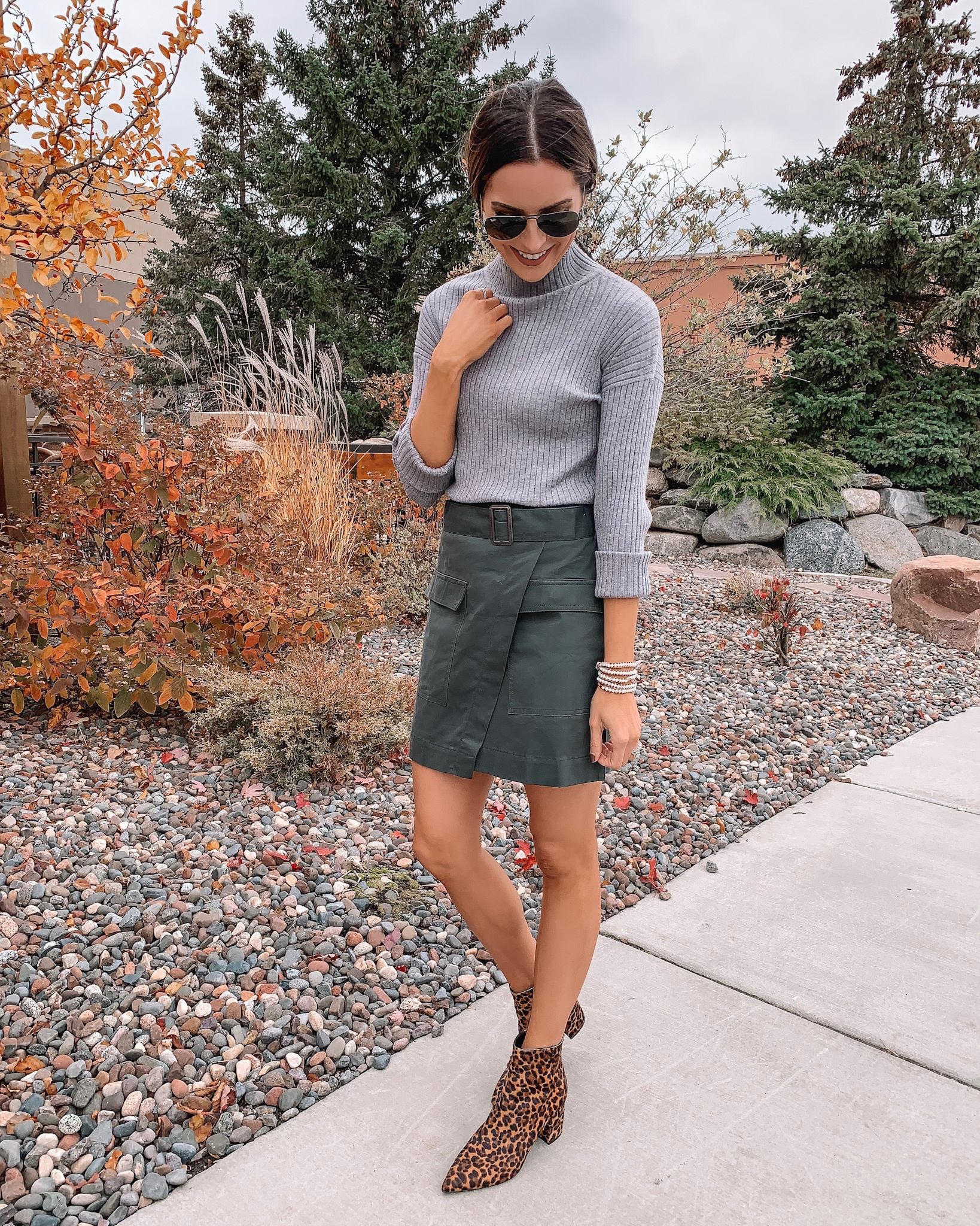 banana republic, women's outfit, workwear, casual chic outfit, utility skirt, fall fashion