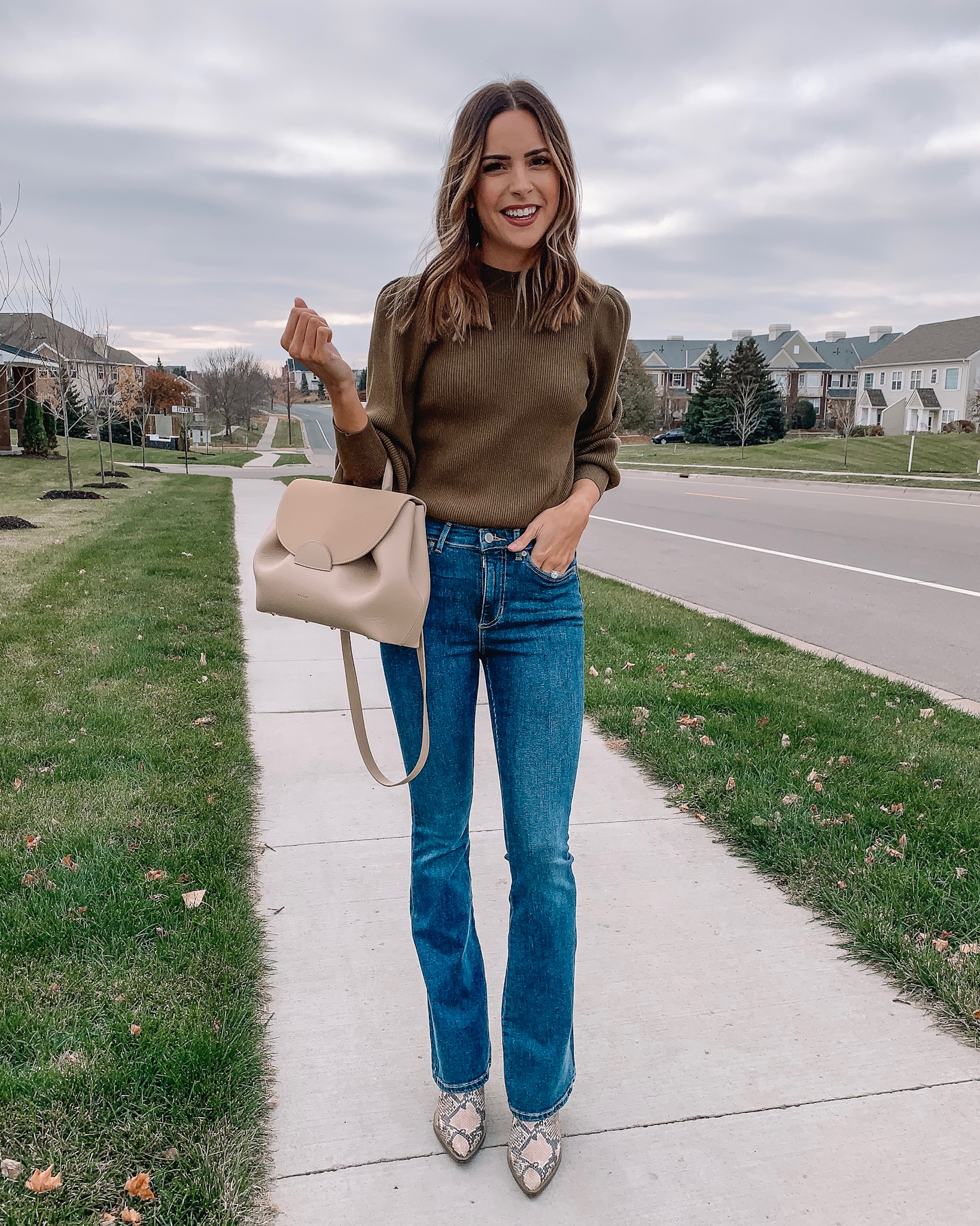 banana republic, women's outfit, workwear, casual chic outfit, flare jeans, fall fashion