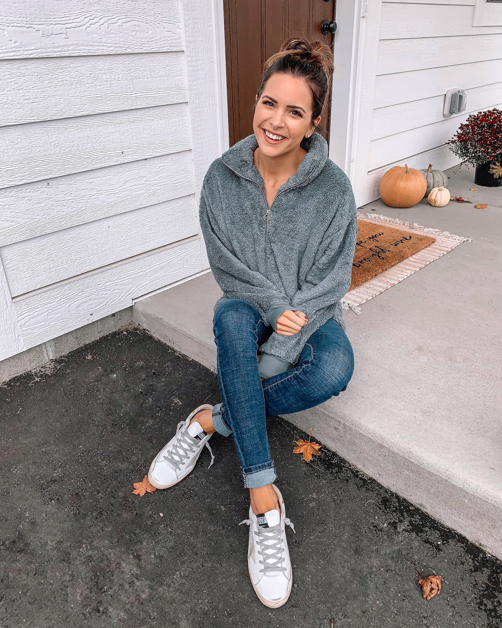 express Black Friday cyber Monday sale 2019. fleece pullover, affordable fashion, winter fashion, cozy outfit, athleisure outfit, Minneapolis blogger